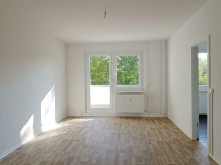 Tageslichtbad mit Wanne und Dusche! 2 Zimmer mit Balkon!