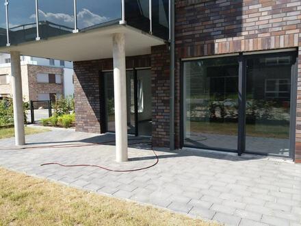 Schöne Neubauwohnung im Erdgeschoss mit kleinem Garten