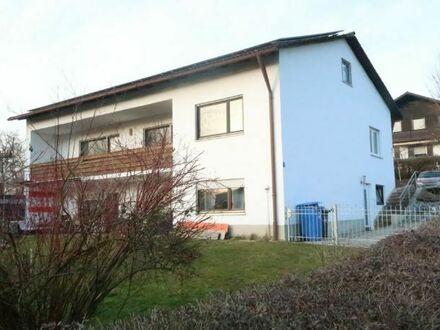Hanghaus mit vermieteter ELW und PV Anlage bei Reisbach