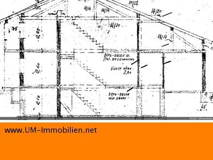 renovierungsbedürftiges Zweifamilienhaus mit Wintergarten, 2 Garagen, 3 Stellplätzen