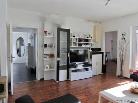 Husum/ stadtnah: Kompaktes modernisiertes Wohnhaus mit Kamin, Garage, Balkon und großem Garten !
