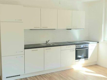 ERSTBEZUG: Elegante 3-Zimmer-Wohnung mit großer Terrasse in Plainfeld