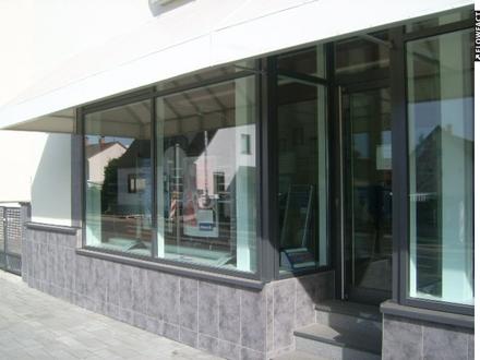 Kahl am Main: Büro oder Ladenfläche mit 70 qm, klimatisiert und Parkfläche direkt vor dem Haus!