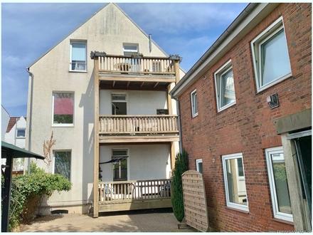 Anlageobjekt: Charmantes Mietshaus mit Sanierungsbedarf in ruhiger citynaher Lage mit 5 Wohnungen !