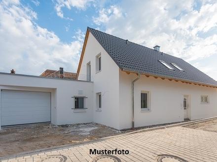 +++ 2-Familienhaus mit 2 Doppelgaragen +++
