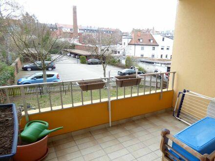TOLLE Wohnung in BESTLAGE mit herrlichen SONNEN- BALKON zum begrünten Innenhof + AUFZUG + KfZ Platz