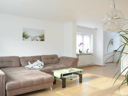 Frisch renovierte Wohnung mit Küche, Balkon und Garten