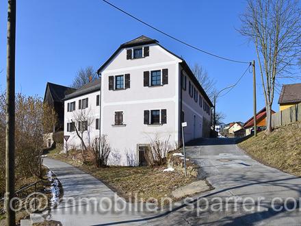 Hofstelle mit einem 3-Familienhaus, Scheune und 4 Garagen