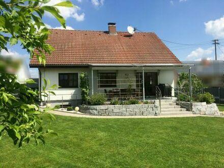 TOP gepflegtes Ein- Zweifamilienhaus mit großem Garten
