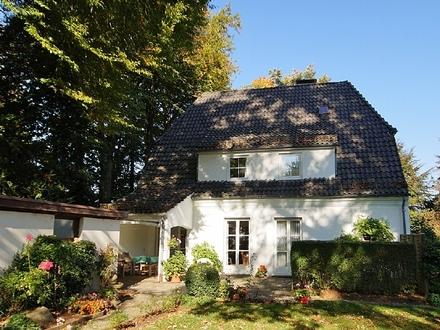 Charmantes Einfamilienhaus mit idyllischem Garten in beliebter Wohnlage