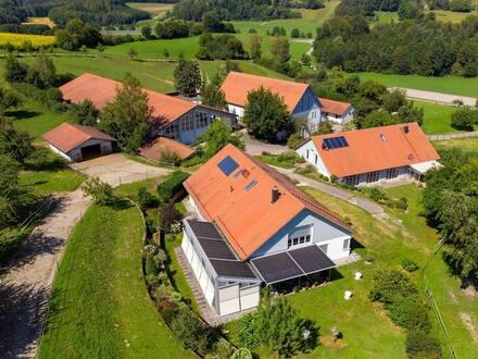 Pferdeglück im Grünen mit zwei exklusiven Wohnimmobilien