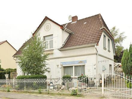 TT Immobilien bietet Ihnen: Zweifamilienhaus in Rüstersiel!