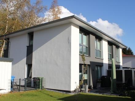 5577 - Neuwertige Doppelhaushälfte mit EBK in Oldenburg/Ofenerdiek