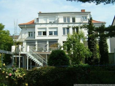 Dachgeschosswohnung mit Altbau-Charme auf der Parkinsel!
