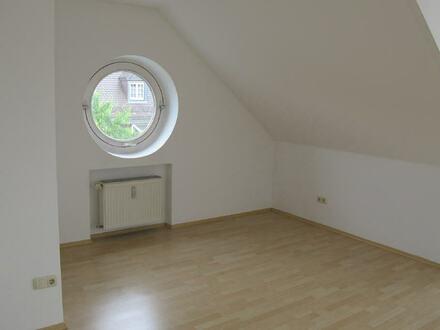 Exklusive 2. Zimmer DG Wohnung mit Dachterrasse, Loggia u. TG-Stellplatz in Burghausen zu vermieten