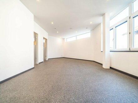 Moderne, helle Büro- oder Praxisfläche