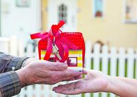 Immobilie verschenken: Zehn-Jahres-Frist ist wichtig