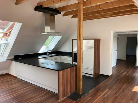 Stilvolle, gepflegte 2,5-Zimmer-DG-Wohnung mit Balkon und EBK in Bad Friedrichshall