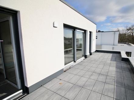 Modernes Penthouse mit großer Terrasse , Aufzug und Tiefgarage