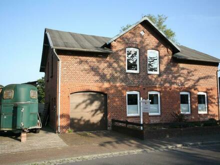 In ländlicher Lage: Zweifamilienhaus mit Nebengebäude zur Eigennutzung oder Vermietung