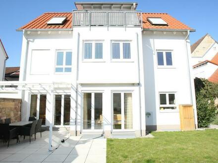 Modernes, lichtdurchflutetes Einfamilienhaus mit Südwestgrundstück im Zentrum von Mutterstadt!!