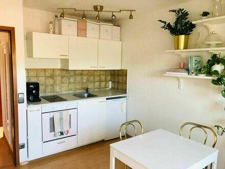 Geschmackvolle DG-Wohnung mit Blick auf Weinberge