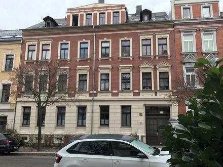 2 Zimmer Dachgeschosswohnung mit EBK und Stellplatz ++ Altendorf