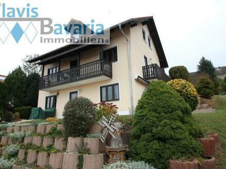 schöner Blick und ruhige Lage: gepflegtes Einfamilienhaus mit Einliegerwohnung und Doppelgarage