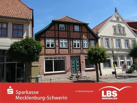Denkmalgeschütztes Wohn- und Geschäftshaus im Stadtzentrum mit eigener Hofzufahrt