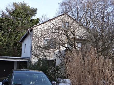Tolle Wohnlage, EFH (175m²) mit gewissem Optimierungsbedarf u. großem Grundstück (889m²)