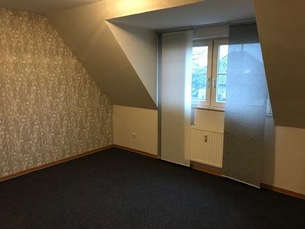 Große, helle Obergeschosswohnung mit Balkon