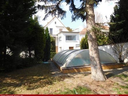 Schnuckliges Einfamilienhaus mit Bau-Grundstück