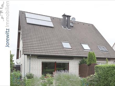 Doppelhaushälfte in Bi-Babenhausen mit Garten, Sauna und Einbauküche