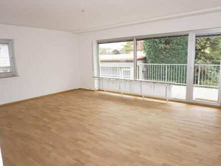 ARNOLD-IMMOBILIEN: Geräumige Wohnung - neu renoviert