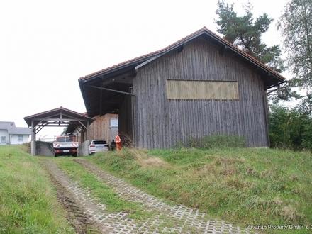 Bei Bogen: Halle + Scheune auf ca. 1.500 m² Grundstück