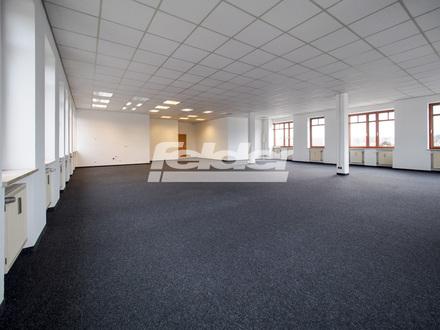 Helle Büroräume mit Parkplätzen!