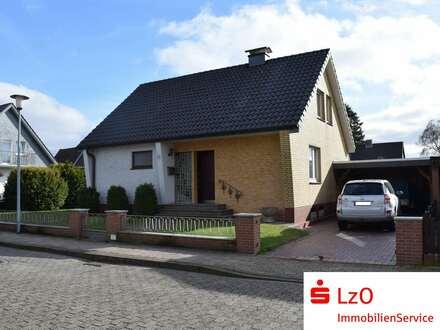 Solides Einfamilienhaus mit Garage und Carport
