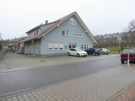 Produktionshalle mit Büro- und Wohngebäude