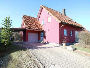 Einfamilienhaus (DHH) mit Garage und Carport