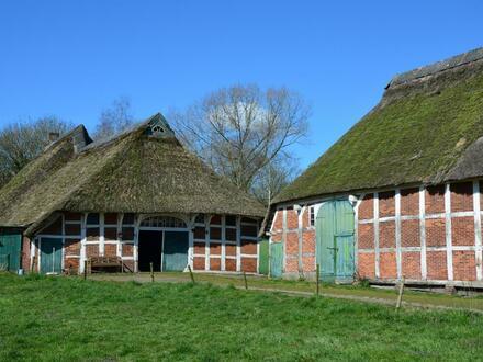 Hofstelle mit Wohnhaus, Stall u. Scheune in Elsfleth