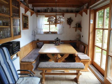LAYER IMMOBILIEN: Gemütliche Doppelhaushälfte mit Wintergarten und Sauna in ruhiger Lage