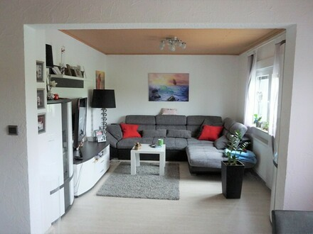 ARNOLD-IMMOBILIEN: Wohnen wie im eigenen Haus in ruhiger Feldrandlage