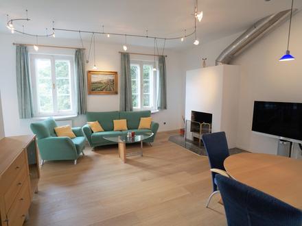 PURES CITYLEBEN! Große 2-Zimmer-Wohnung in zentraler Stadtlage und Privat-Parkplatz!