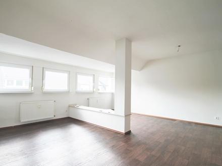 Helle Dachgeschosswohnung mit EBK in Herten!