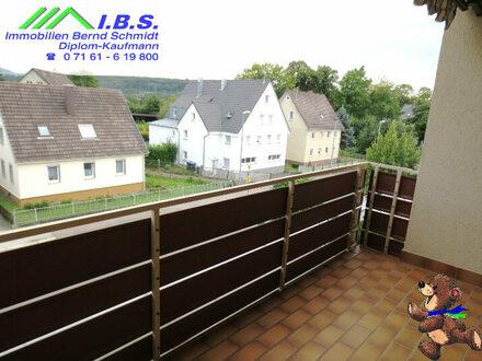 Mehr Platz als üblich: Zentrumsnahe 2-Zi.Wohnung mit Balkon & Garage