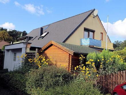 Im Ortskern: ETW über zwei Ebenen. Mit Einbauküche, Gartenhaus und Gäste-WC!