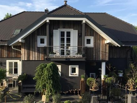 Helle Wohnung in Neugebauter Villa