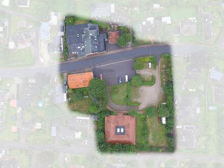 Großes Grundstück mit drei gut erhaltenen Bestandsobjekten