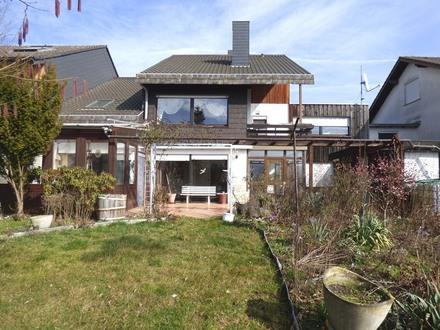 DHH mit Platz für Gartenliege und Sonnenschirm