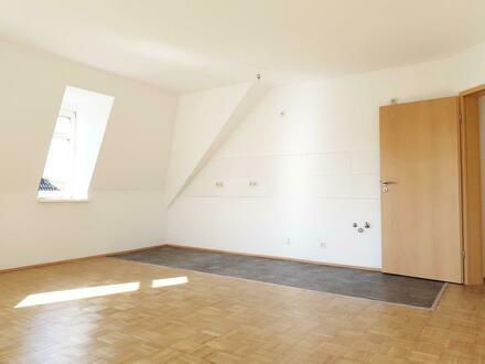 Gemütliche 2-Raum-Wohnung mit hochwertigem Parkettboden